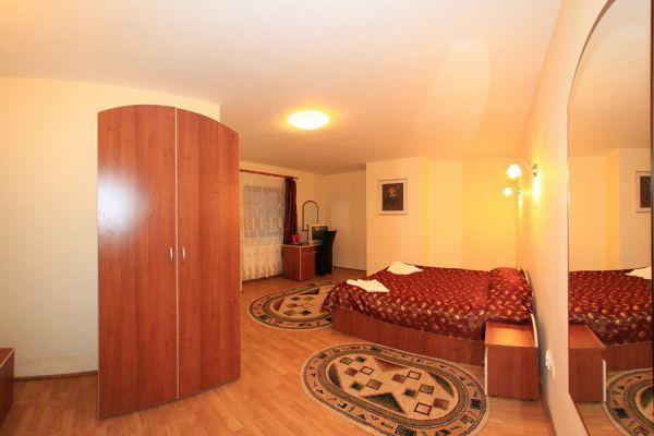 transilvania-vila-baile-balvanyos-12D90F5E36-6C01-EE9A-97BA-7727860C45FB.jpg
