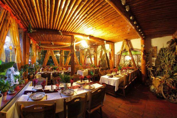 varpanzio-etterem-restaurant-cetate-baile-balvanyos-08153DC6E6-6284-D9E1-2BC7-24F24D343317.jpg